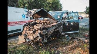 В Киеве на Воздухофлотском мосту пьяный водитель устроил аварию и остановился в столбе