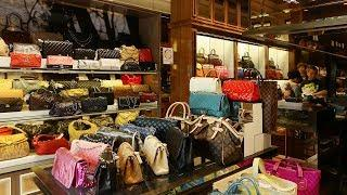 China's secondhand stores of affordable luxury