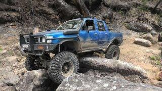 Modified Hilux 4x4 Menai Bum Crack