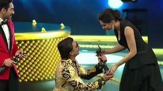 Ranveer Singh Getting Best Actor Award From Deepika Padukone *Emotional Moment Must Watch*