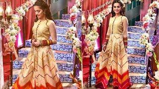Aiman Khan Complete Absolutely Stunning Look In Golden Gorgeous Luxury Frock At Eid Special Show