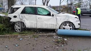 Accident rutier grav în Mamaia. La Hotel Doina. Un stâlp de electricitate culcat de un bolid. Şoferu